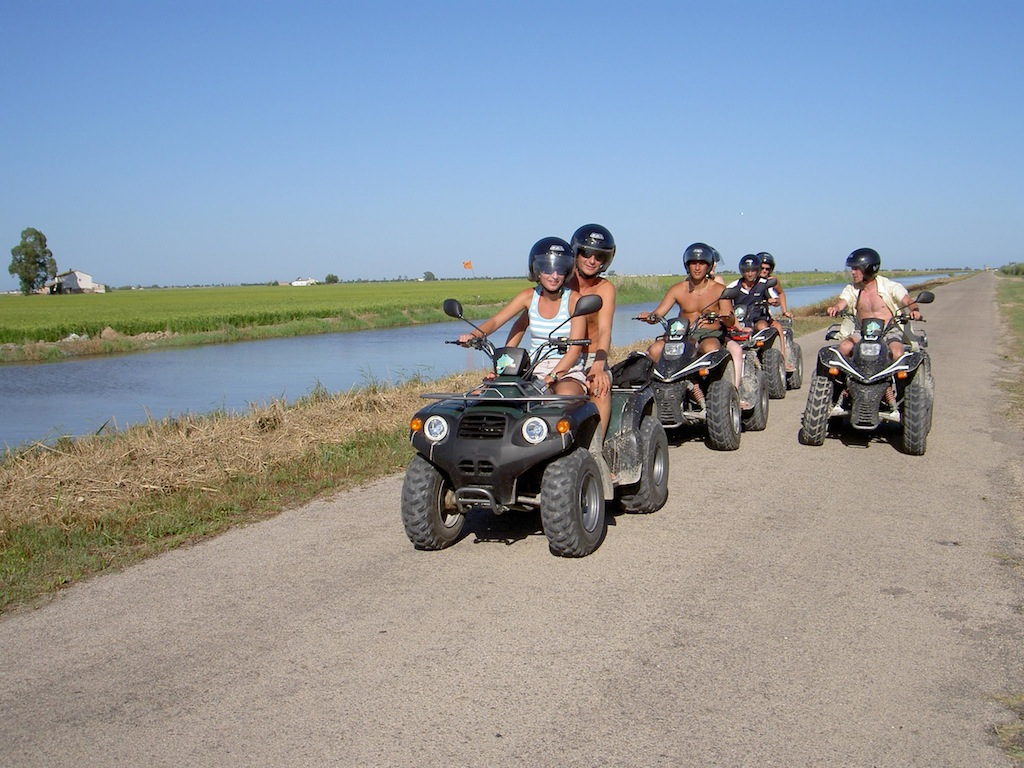 We arrange your excursions to the Delta, take advantage of our discounts